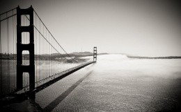Giant bridge stretching into the fog, black and white photo for your desktop 2560x1440.