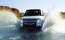 Mitsubishi Pajero water obstacles