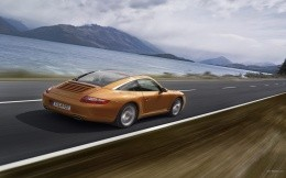 Porsche car on pobereshe - travels at high speed, wallpaper cars Porshe