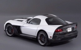 White Dodge Viper, rear view photo