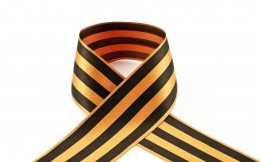 The ribbon of the day wins