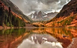 Autumn mountain lake
