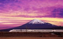 Gore-volcano-speed train on the background of the mountains of the volcano, the image on the desktop