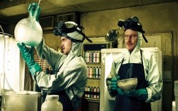 Walter White and Jesse Pinkman cook meth in the film Breaking Bad