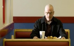 Walter White in the cafe Gustav k / f Breaking Bad