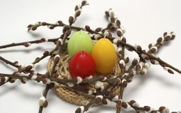 Candle-eggs in the branches of willow (composition), photo wallpaper