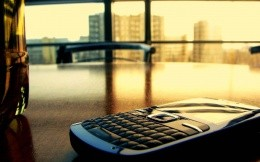 Photo smartphone on the desk in the office.