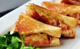 Toasts with cheese, ham and vegetables