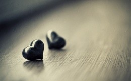 Two stone of the heart, the theme of love revealed.