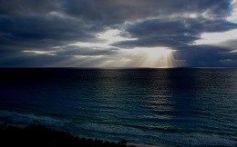 The sea and the sun gleams through the storm clouds, cute wallpaper