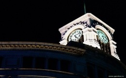 The clock on the roof of a department store Yoko - wallpaper on your desktop - the theme of