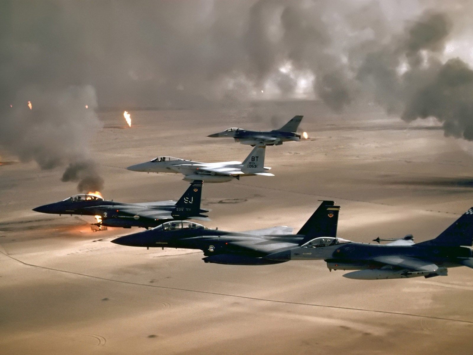 Military air operation in the desert (military aircraft)