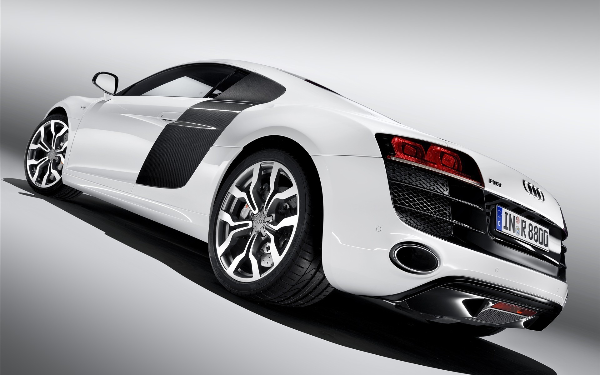 Car Audi R8 VS, rear view photo