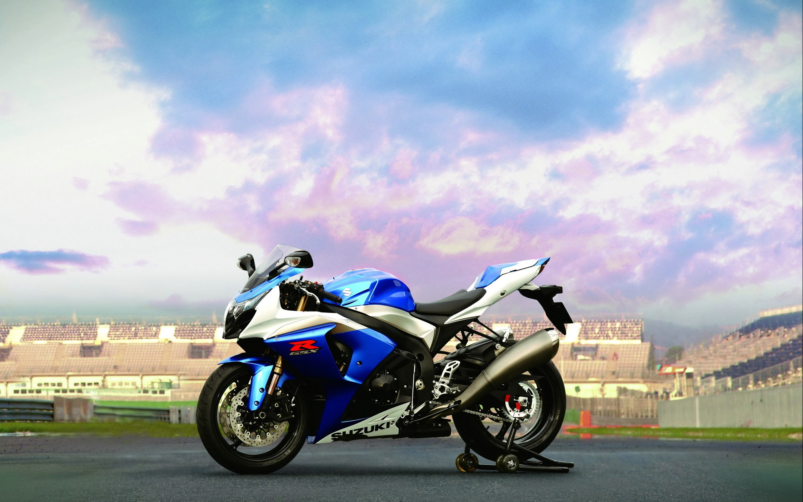 Motik Suzuki GSX R 1300 Hayabusa, photo wallpapers high resolution.