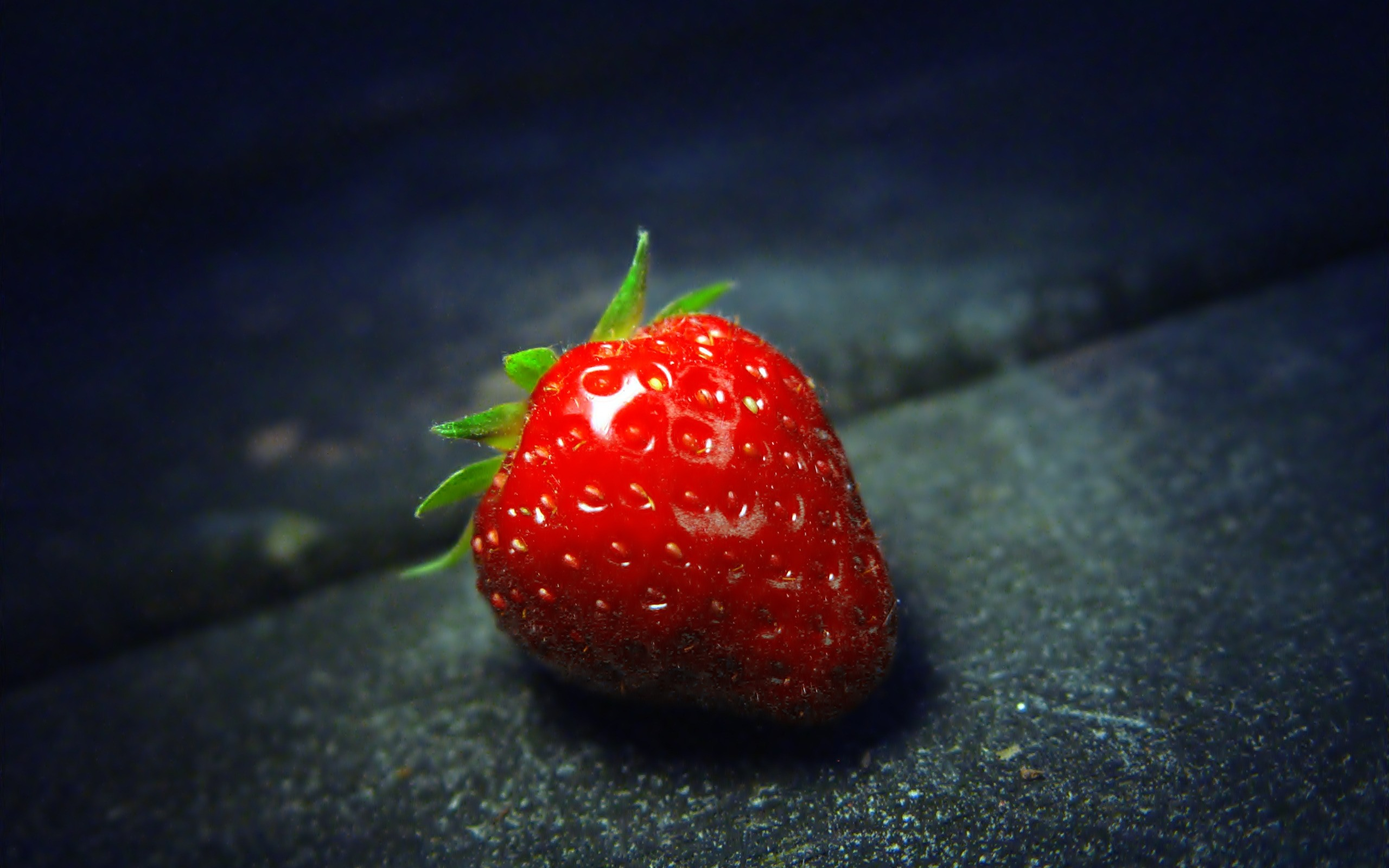 Berry, strawberry close-up on dark background, photo: 2560x1600