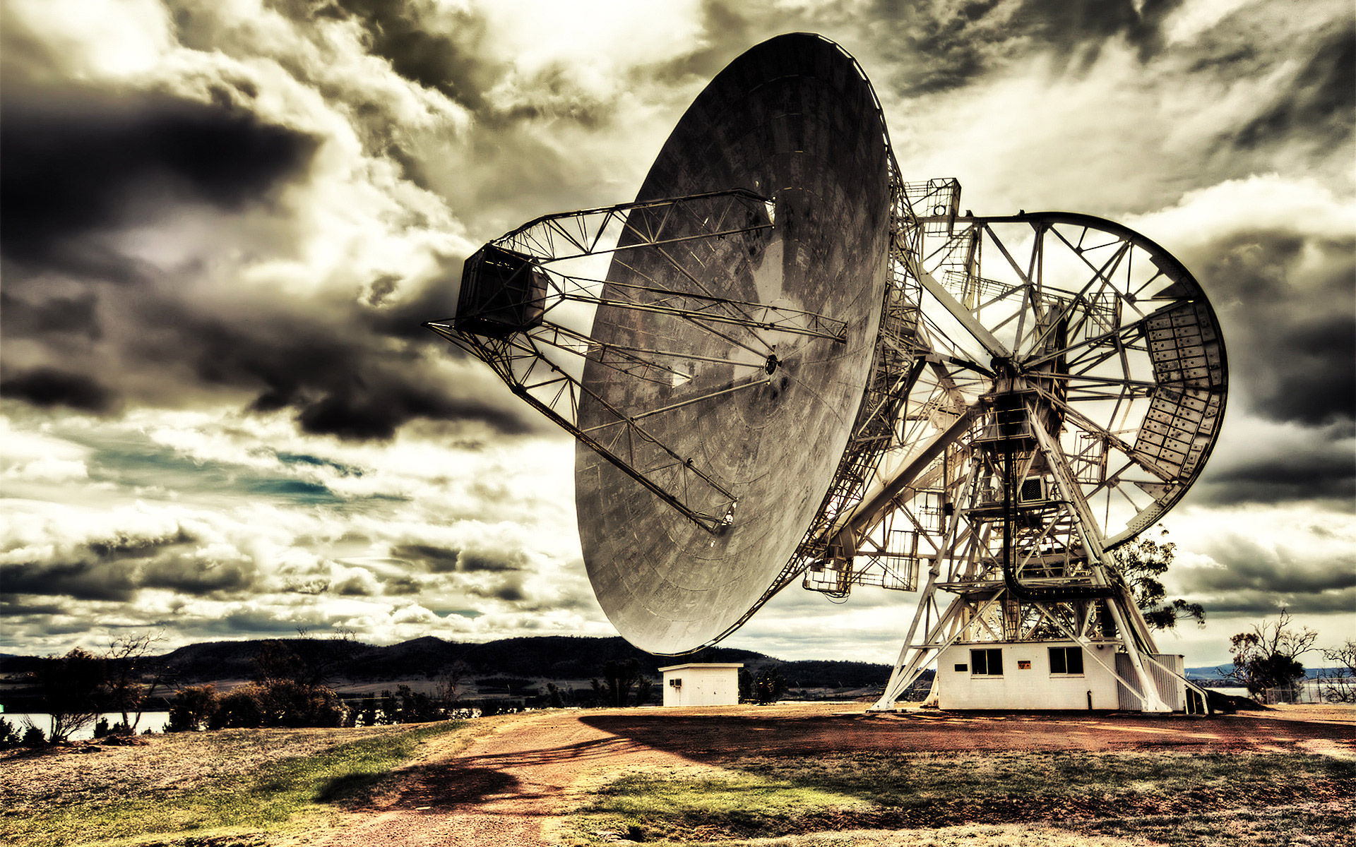 The giant satellite dish for space research