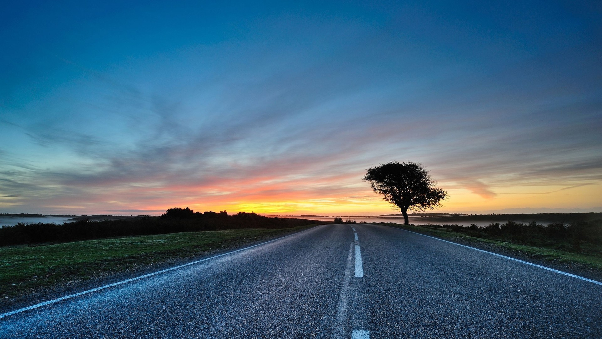 The road at dawn, photo wallpaper for your desktop.