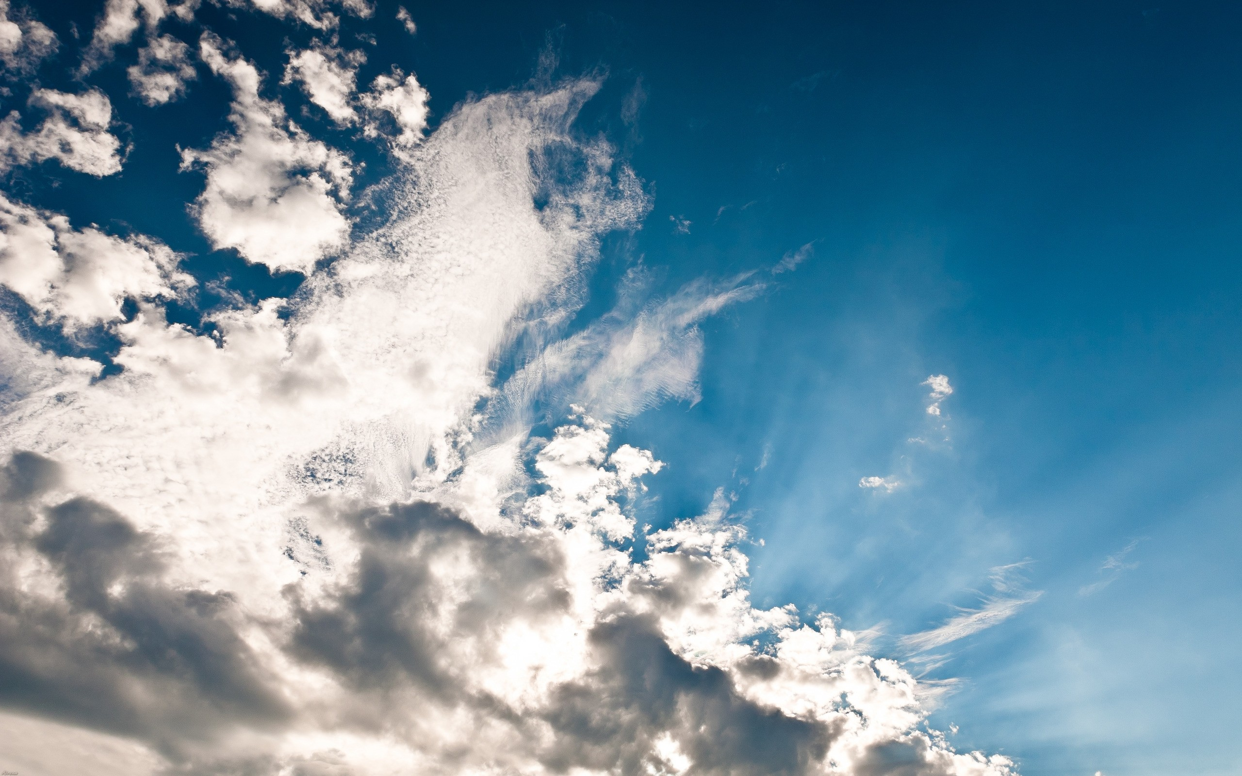 Photo beautiful sky with clouds high resolution (2560x1600 pixels)