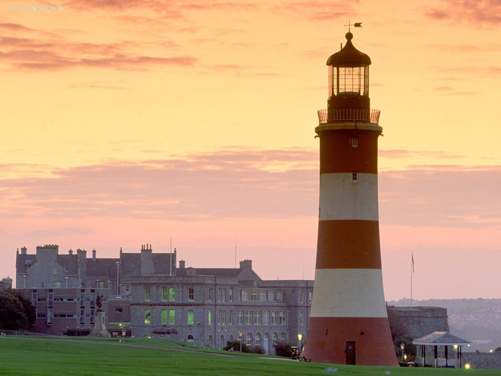 Lighthouse in a small English town, wallpaper.